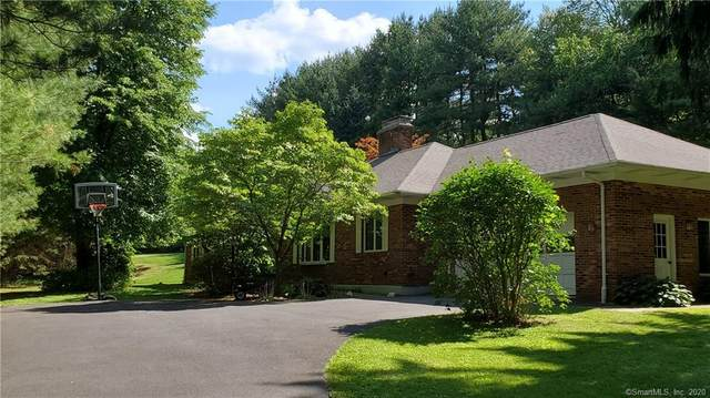 14 Overlook Drive, Newtown, CT 06470 (MLS #170313083) :: Frank Schiavone with William Raveis Real Estate