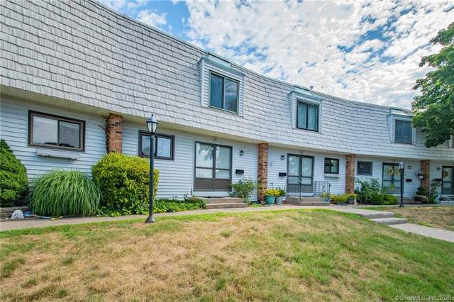 28 Pine Court #28, Cromwell, CT 06416 (MLS #170318762) :: Carbutti & Co Realtors