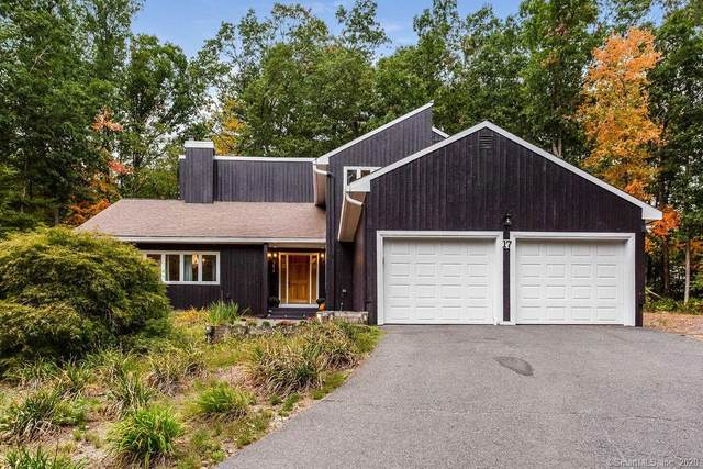17 Pond Side Lane, Simsbury, CT 06092 (MLS #170340072) :: Team Phoenix