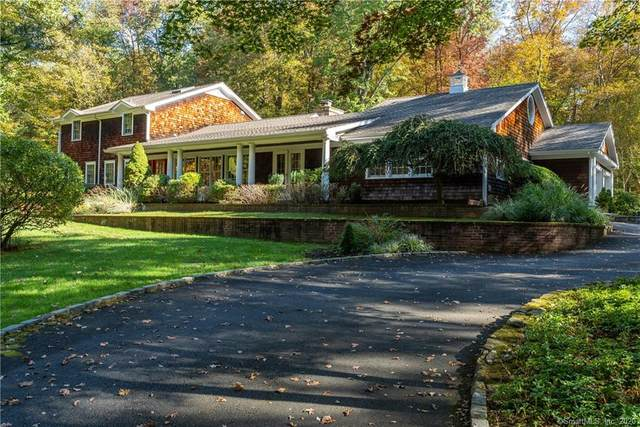15 Huckleberry Lane, Greenwich, CT 06831 (MLS #170352586) :: The Higgins Group - The CT Home Finder
