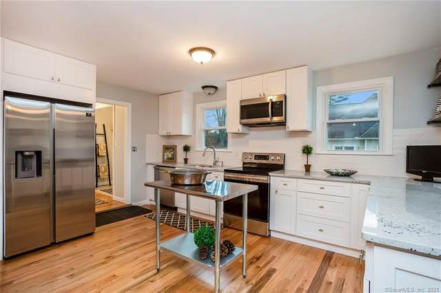 4 Mountain Ledge Road, Avon, CT 06001 (MLS #170359316) :: Kendall Group Real Estate | Keller Williams