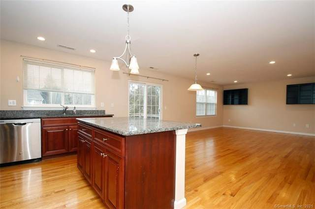42 Riverview Court #42, Brookfield, CT 06804 (MLS #170365565) :: Mark Boyland Real Estate Team