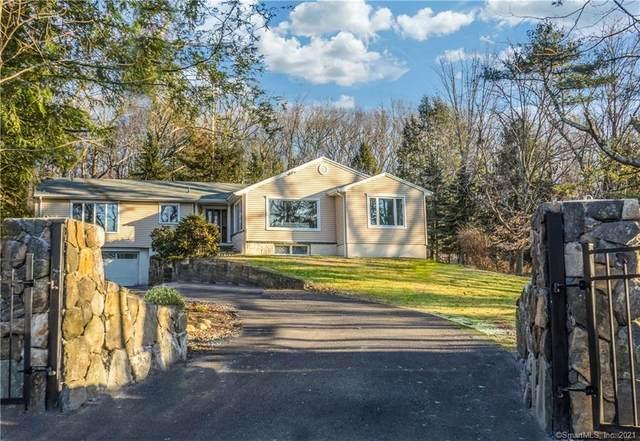 32 Hickory Lane, Ridgefield, CT 06877 (MLS #170369979) :: Tim Dent Real Estate Group