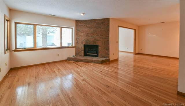 207 Suffield Meadow Drive Extension #207, Suffield, CT 06078 (MLS #170370290) :: Around Town Real Estate Team