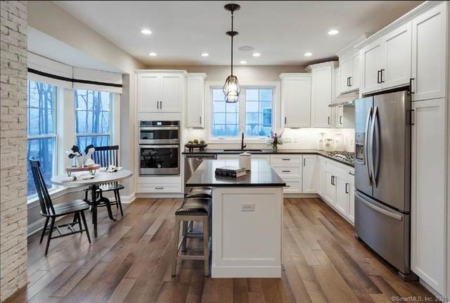 2 Hunting Ridge Lane #32, Bethel, CT 06801 (MLS #170374182) :: Kendall Group Real Estate | Keller Williams