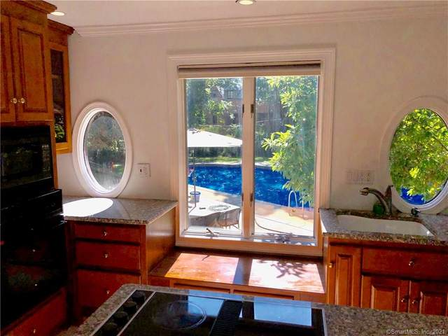 6 Prospect Court Carriage, Hamden, CT 06517 (MLS #170401335) :: Kendall Group Real Estate | Keller Williams