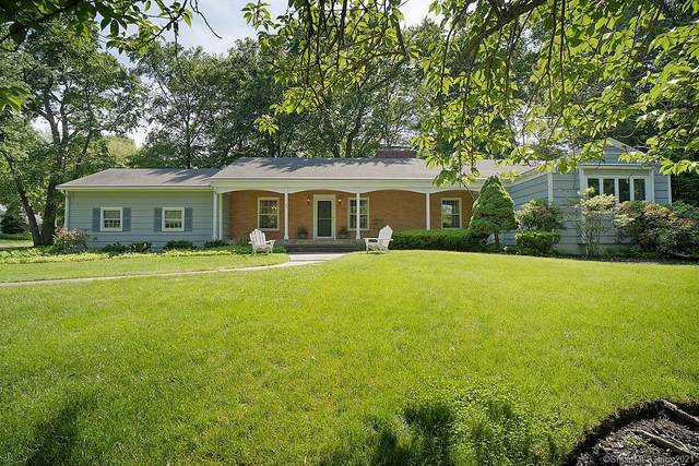 20 Blueberry Lane, Fairfield, CT 06825 (MLS #170405292) :: The Higgins Group - The CT Home Finder