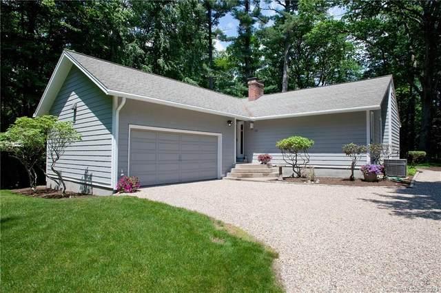 132 Farms Village Road, Simsbury, CT 06070 (MLS #170408089) :: Spectrum Real Estate Consultants
