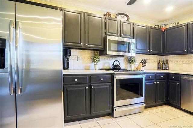 120 Fawn Ridge Lane #120, Norwalk, CT 06851 (MLS #170408626) :: The Higgins Group - The CT Home Finder