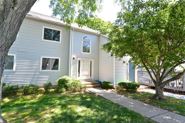 34 Clubhouse Drive #34, Cromwell, CT 06416 (MLS #170412515) :: Carbutti & Co Realtors