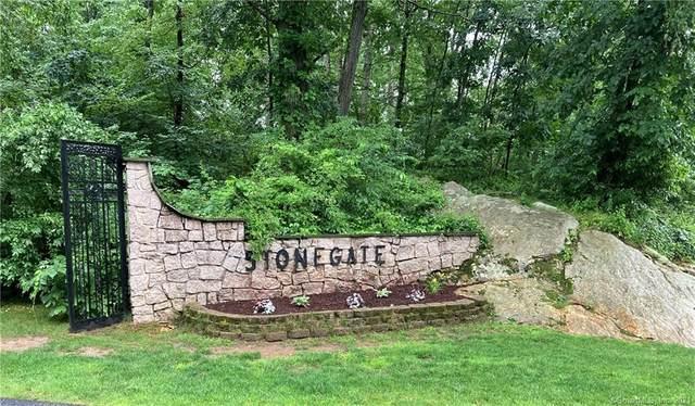 30 Stonegate Circle B, Branford, CT 06405 (MLS #170413125) :: Kendall Group Real Estate | Keller Williams