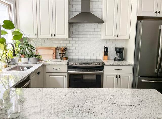 102 Fawn Ridge Lane #102, Norwalk, CT 06851 (MLS #170413355) :: The Higgins Group - The CT Home Finder