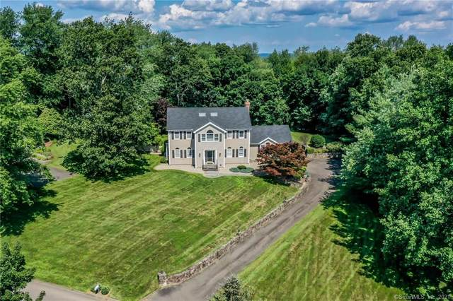 15 Old Castle Drive, Newtown, CT 06470 (MLS #170420873) :: Kendall Group Real Estate | Keller Williams