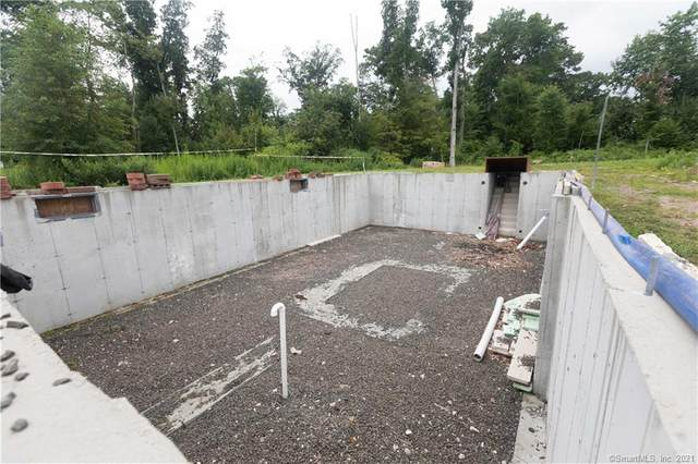 170 Birchwood Drive, Hamden, CT 06518 (MLS #170427627) :: Chris O. Buswell, dba Options Real Estate