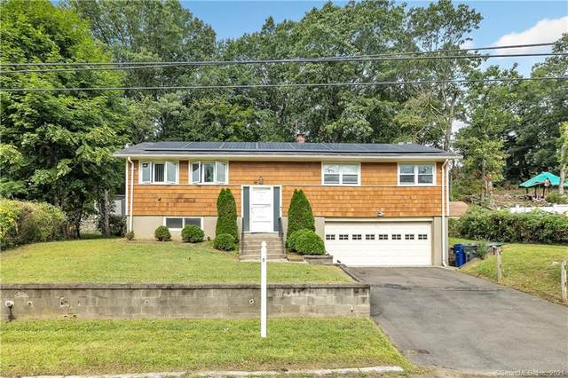 95 Grey Rock Road, Bridgeport, CT 06606 (MLS #170438732) :: Kendall Group Real Estate | Keller Williams
