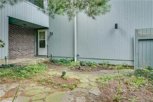 8 Edelweiss Lane, Ridgefield, CT 06877 (MLS #170439065) :: Faifman Group