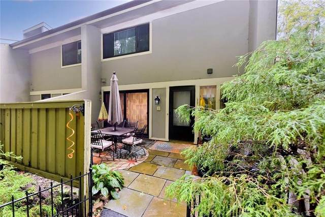 9 Clubhouse Drive #9, Woodbury, CT 06798 (MLS #170441394) :: Michael & Associates Premium Properties | MAPP TEAM