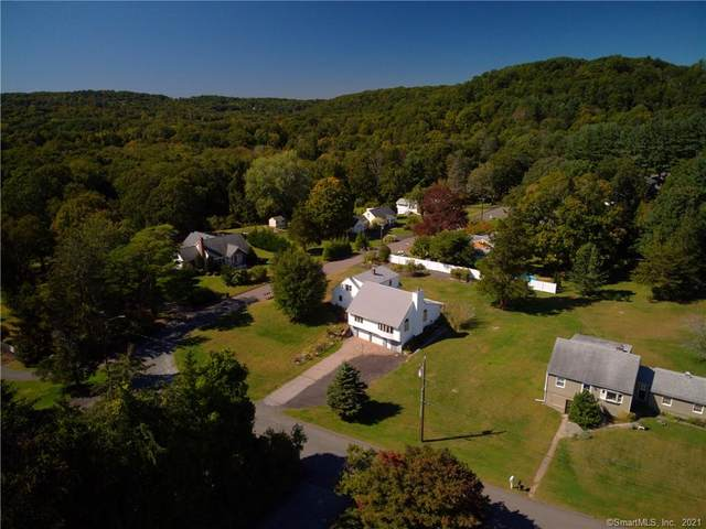 15 Evergreen Road, Newtown, CT 06482 (MLS #170441450) :: Chris O. Buswell, dba Options Real Estate