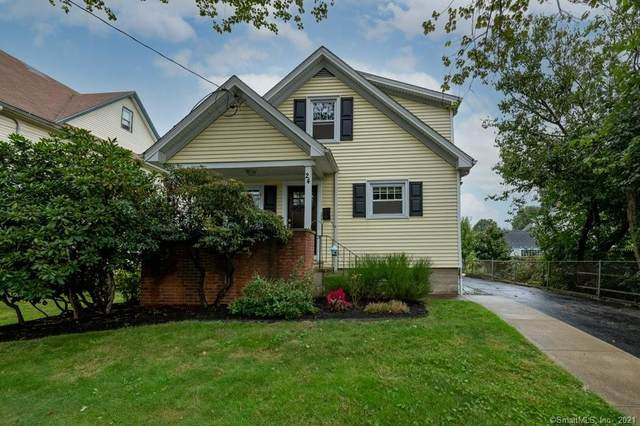 24 Melville Avenue, Fairfield, CT 06825 (MLS #170441652) :: Chris O. Buswell, dba Options Real Estate