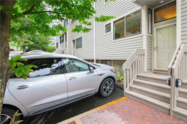 89 Sunrise Hill Road #89, Norwalk, CT 06851 (MLS #170442325) :: Michael & Associates Premium Properties | MAPP TEAM