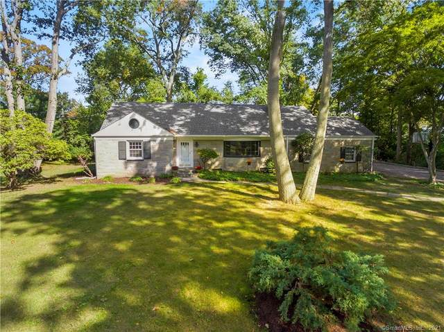 130 Old Oaks Road, Fairfield, CT 06825 (MLS #170444591) :: Around Town Real Estate Team