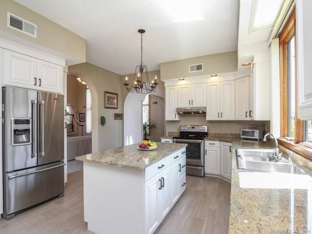 585 Ridge Road, Wethersfield, CT 06109 (MLS #170232340) :: Carbutti & Co Realtors