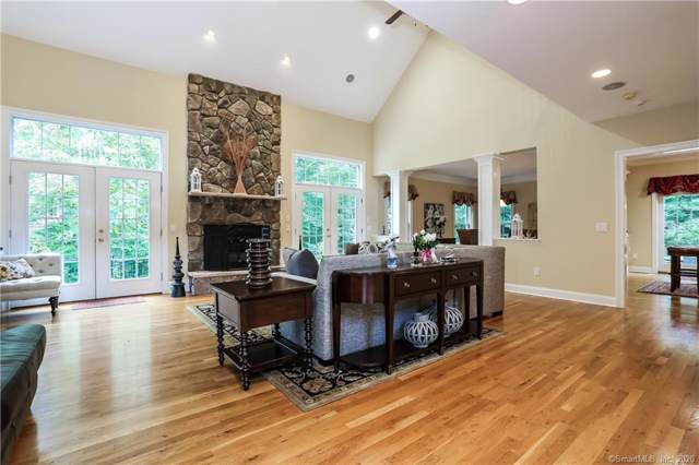 15 Logging Trail Lane, Brookfield, CT 06804 (MLS #170264177) :: The Higgins Group - The CT Home Finder