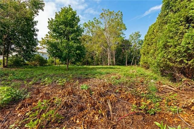 3 Aqua Terra Lane, Old Saybrook, CT 06475 (MLS #170340208) :: Carbutti & Co Realtors