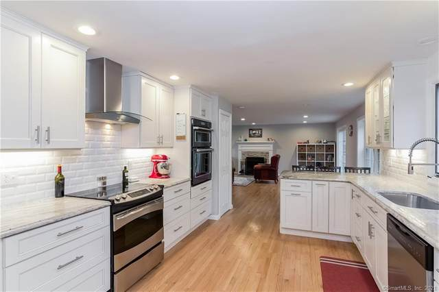 9 Silver Birch Lane, Clinton, CT 06413 (MLS #170371892) :: The Higgins Group - The CT Home Finder