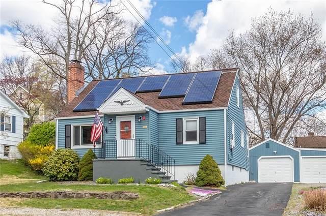 138 Sunnyridge Avenue, Fairfield, CT 06824 (MLS #170391138) :: Frank Schiavone with William Raveis Real Estate