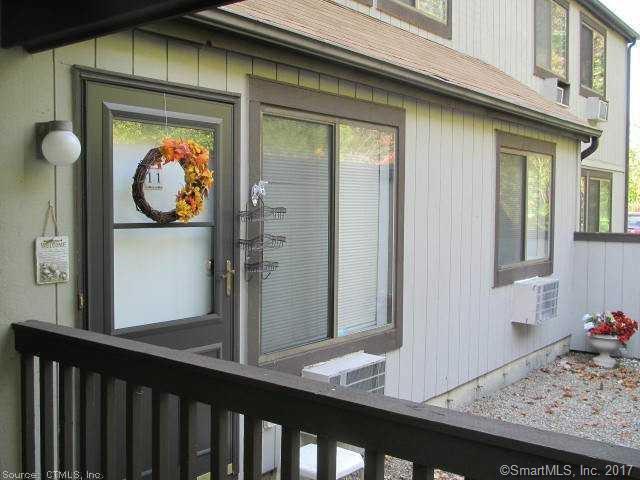 11D Pineview Drive D, Branford, CT 06405 (MLS #170023919) :: Carbutti & Co Realtors