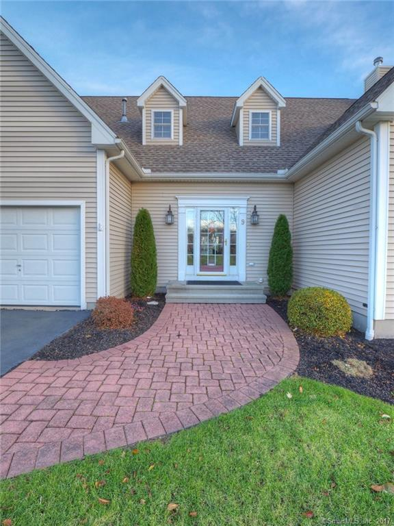 9 Balsam Ridge Circle #9, Wallingford, CT 06492 (MLS #170036129) :: Carbutti & Co Realtors
