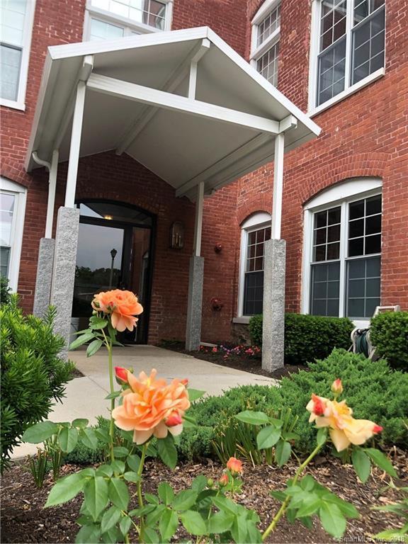 45 Main Street #402, Plainfield, CT 06374 (MLS #170093945) :: Carbutti & Co Realtors