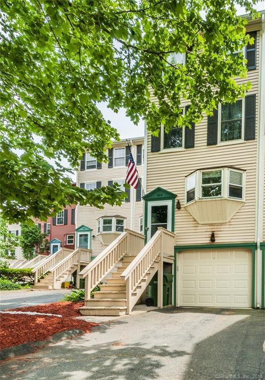 202 Rising Trail Drive #202, Middletown, CT 06457 (MLS #170094321) :: Carbutti & Co Realtors