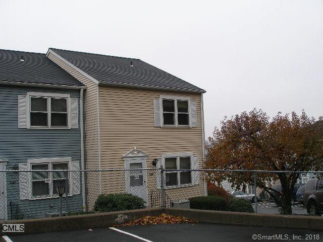 55 Mill Plain Road 18-4, Danbury, CT 06811 (MLS #170107616) :: The Higgins Group - The CT Home Finder