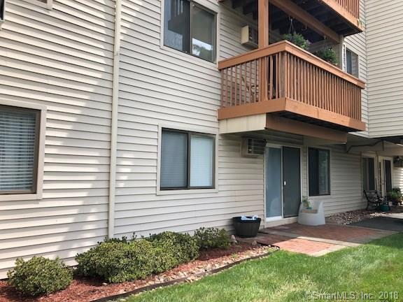 132 Woodland Drive #132, Cromwell, CT 06416 (MLS #170116952) :: Carbutti & Co Realtors