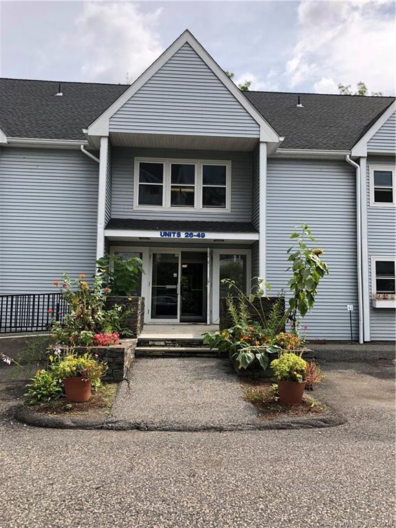 1 Beaver Brook Road #32, Danbury, CT 06810 (MLS #170124173) :: The Higgins Group - The CT Home Finder