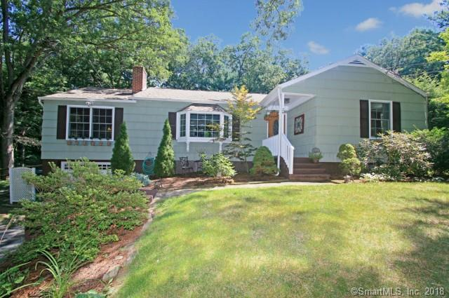 28 Beechwood Drive, Newtown, CT 06482 (MLS #170142648) :: Hergenrother Realty Group Connecticut