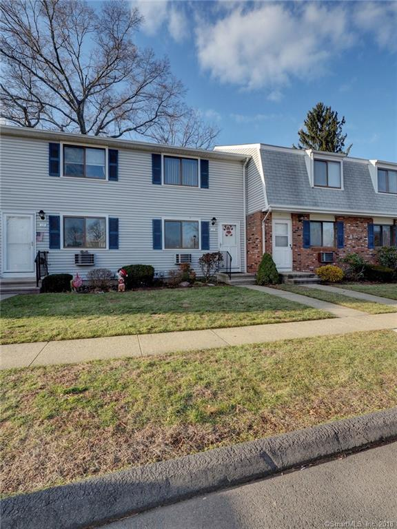 17 Heritage Woods #17, Wallingford, CT 06492 (MLS #170148985) :: Carbutti & Co Realtors