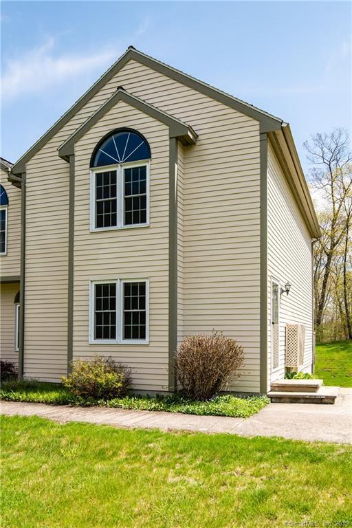 6 Oak Hill Estates #6, Woodstock, CT 06281 (MLS #170192668) :: Carbutti & Co Realtors