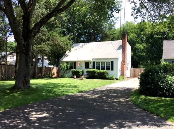 136 Dry Hill Road, Norwalk, CT 06851 (MLS #170209510) :: Michael & Associates Premium Properties | MAPP TEAM