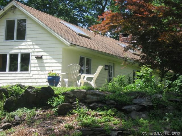 11 Mountain Road, Wilton, CT 06897 (MLS #170213408) :: The Higgins Group - The CT Home Finder
