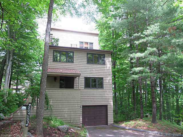 304 Cliffside Drive #304, Torrington, CT 06790 (MLS #170261811) :: Michael & Associates Premium Properties | MAPP TEAM