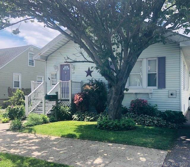 35 Fairlawn Avenue, Bridgeport, CT 06605 (MLS #170300499) :: The Higgins Group - The CT Home Finder
