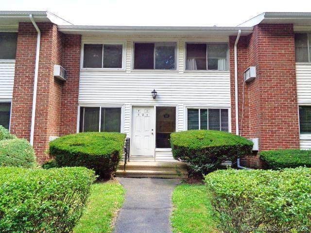 80 County Street 2T, Norwalk, CT 06851 (MLS #170334134) :: Frank Schiavone with William Raveis Real Estate