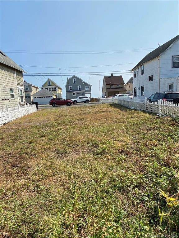 782 E Broadway, Milford, CT 06460 (MLS #170339465) :: The Higgins Group - The CT Home Finder
