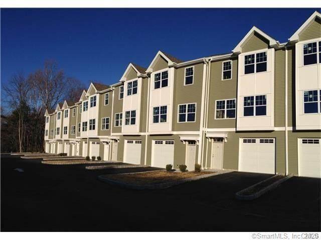 8 Laurel Hill Court #8, Brookfield, CT 06804 (MLS #170359411) :: Around Town Real Estate Team