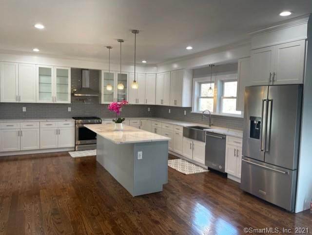 4 Sunnyview Terrace, Newtown, CT 06482 (MLS #170368107) :: Around Town Real Estate Team