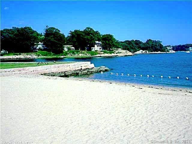 7 Harbour Village E, Branford, CT 06405 (MLS #170377357) :: Around Town Real Estate Team