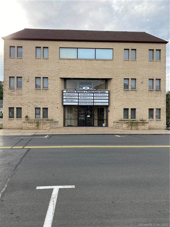 55 Whiting Street D1, Plainville, CT 06062 (MLS #170389291) :: Team Phoenix